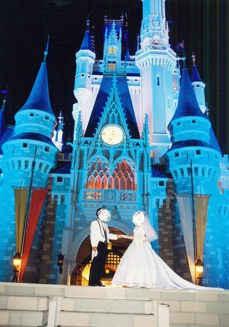 シンデレラ城前で結婚式