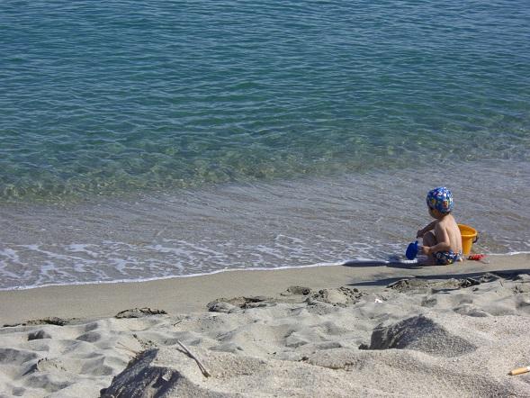 羽合の海・砂浜で遊ぶ子供