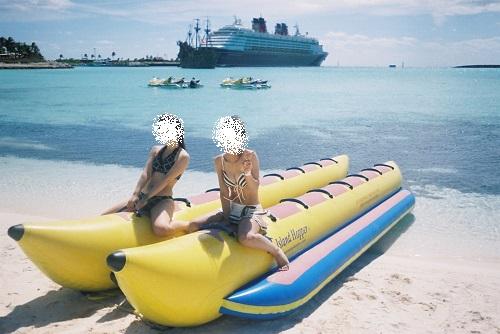 ディズニーのプライベートアイランド「キャスタウェイケイ」でバナナボート