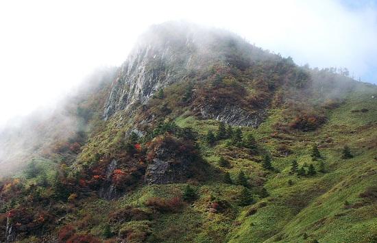 西日本一高い石鎚山