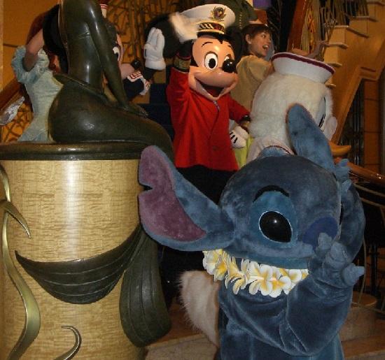 スティッチとミッキーマウス