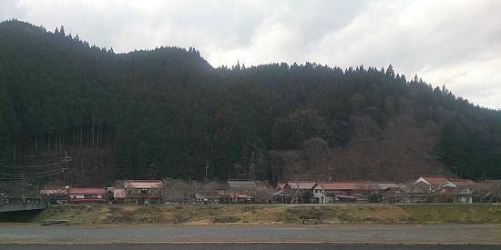 新庄村の山間の風景