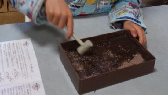 化石掘りチョコ「ジュラシックチョコレート」