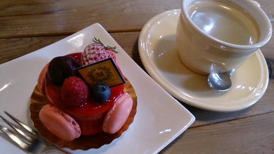 パティスリーマコトエバラ×モンレアルのケーキ