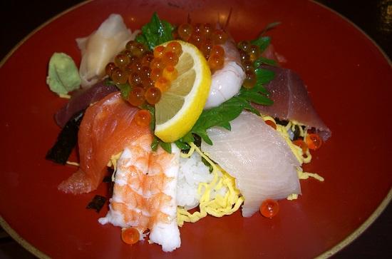 海陽亭のランチ「海鮮丼」