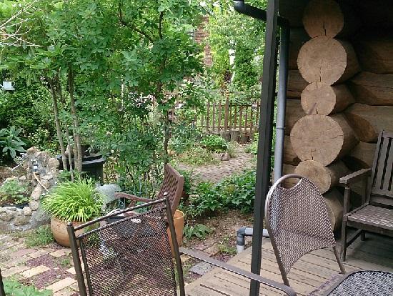 ロッキーガーデン(ROCKY GARDEN)のテラス席とお庭