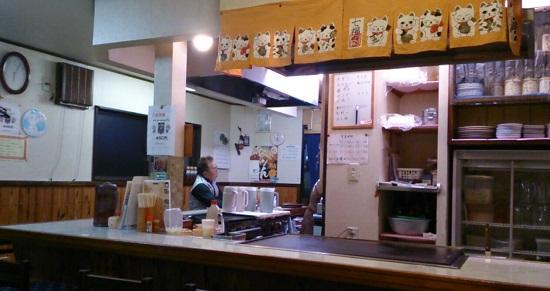 津山ホルモンうどん「お好み焼き三枝」の店内