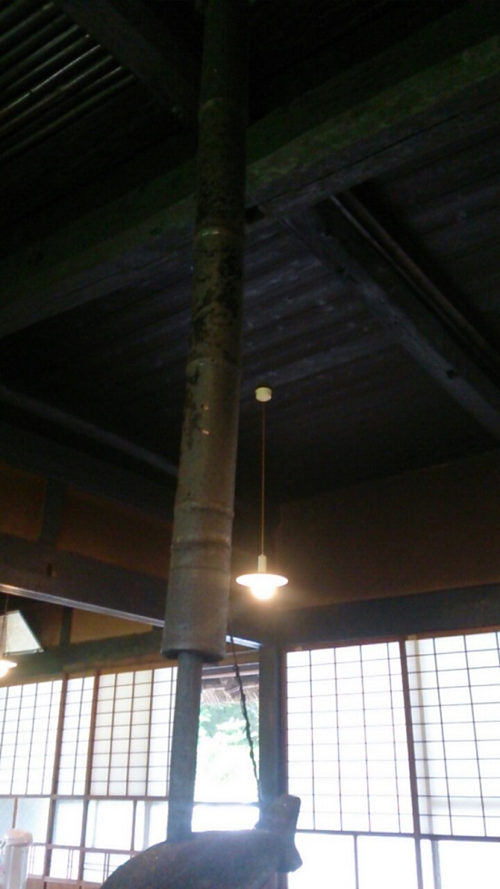 うたたねの里いっぷく亭の囲炉裏部分のすす天井