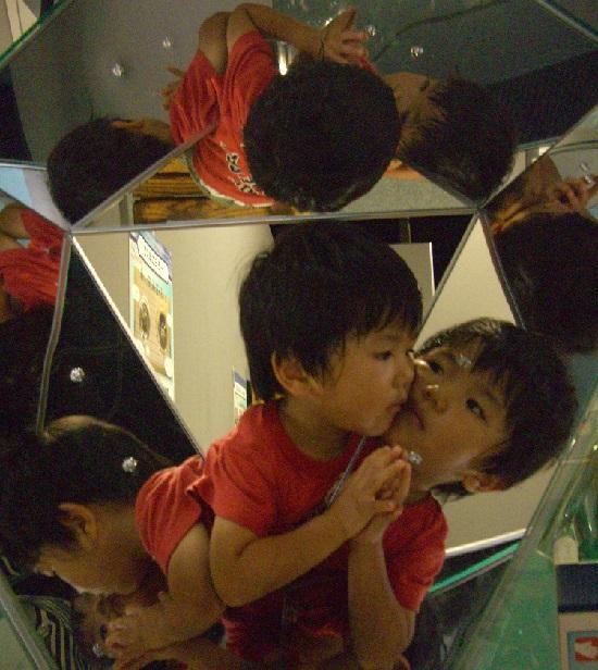愛媛県総合科学博物館の科学技術不思議な鏡