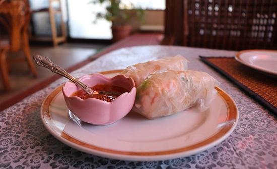 ユワデーのタイ料理(生春巻き)