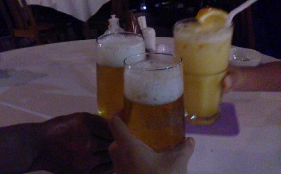 ビンタン島(インドネシア)ケロンレストランのビールとジュース