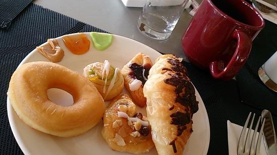 ビンタン島(インドネシア)ニルワナビーチリゾートの朝食ビュッフェ