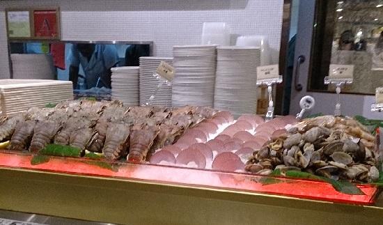 シンガポール「アイアンオーチャード」のフードオペラCrayfish