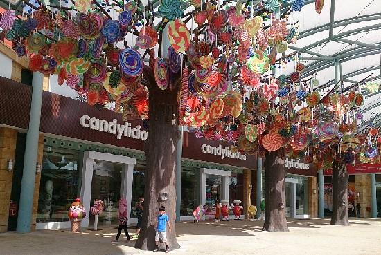 シンガポールのリゾートワールドセントーサショッピングロード