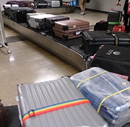 岡山空港のスーツケースベルトコンベアー