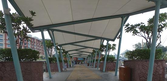 シンガポールリゾートワールドセントーサにあるアドベンチャーコーブウォーターパークまでの通路