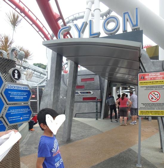 ユニバーサルスタジオ シンガポールのジェットコースター(バトルスターギャラクティカHUMAN vs CYLON)