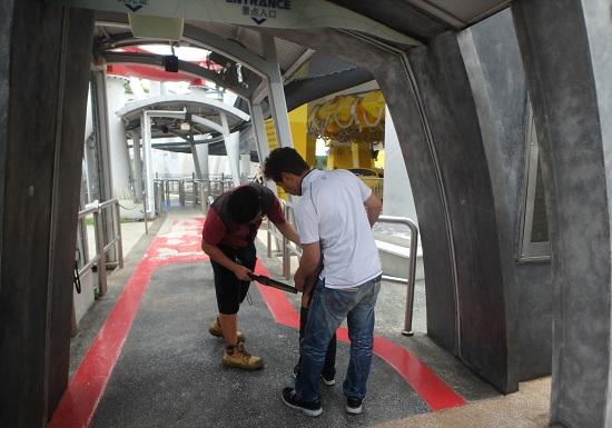 ユニバーサルスタジオ シンガポールで絶叫ライドに乗るときの金属探知機検査