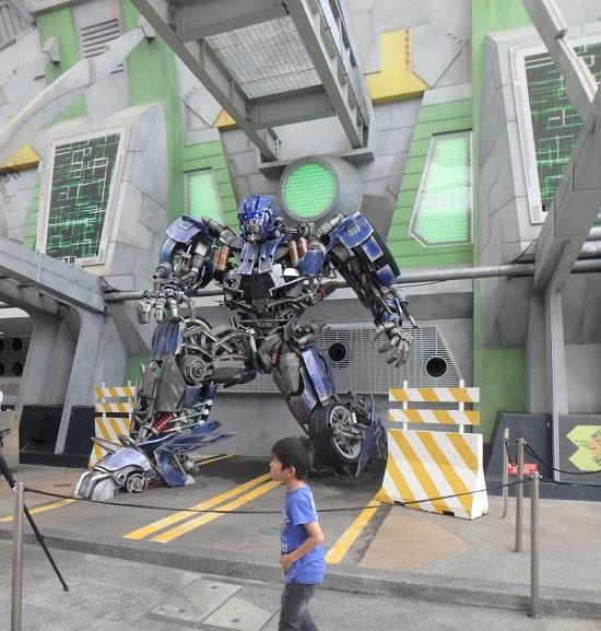 ユニバーサルスタジオ シンガポールのSci-Fi City(サイファイシティ)エリアにあるトランスフォーマー
