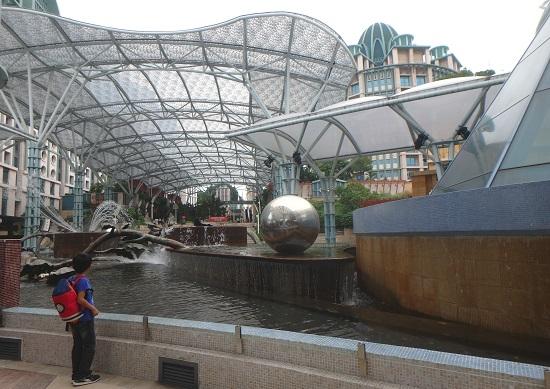 シンガポールのリゾートワールドセントーサのモニュメント