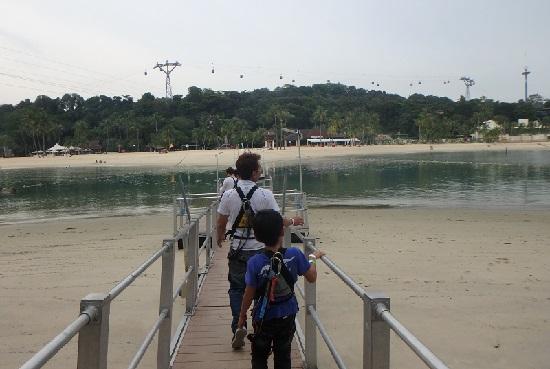 シンガポールセントーサ島でメガ・アドベンチャーパーク(旧メガジップ)終着点のシロソビーチ