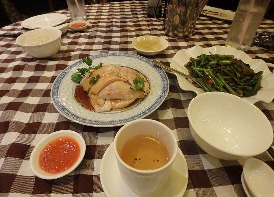 シンガポールの文東記の料理(チキンライス)