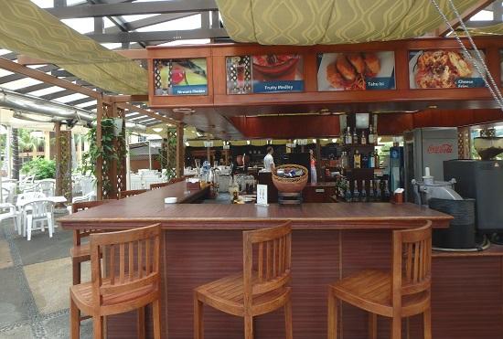 ビンタン島(インドネシア)ニルワナビーチリゾートのプールサイドレストラン
