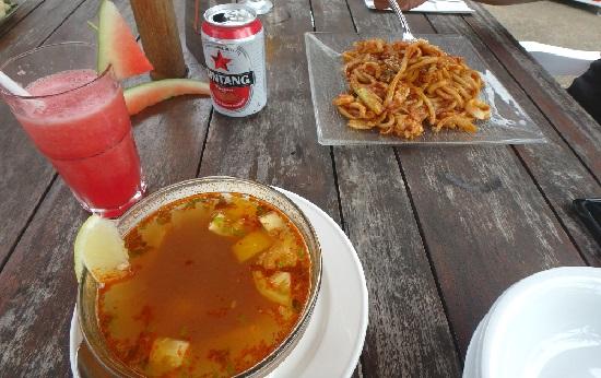 ビンタン島(インドネシア)ニルワナビーチリゾートのレストランの食事