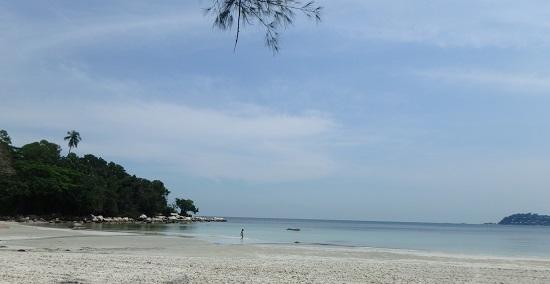 ビンタン島(インドネシア)ニルワナビーチリゾートのプライベートビーチ