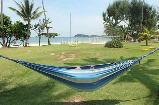 ビンタン島(インドネシア)ニルワナビーチリゾートのガーデンにあるハンモック