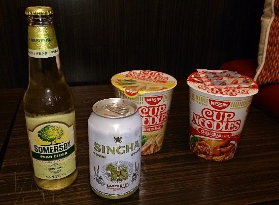 シンガポールの日清カップヌードルとシンガビール