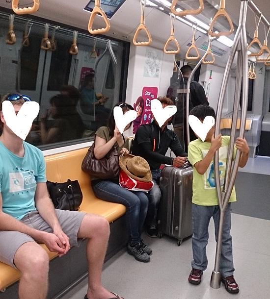 シンガポールの地下鉄MRT車内
