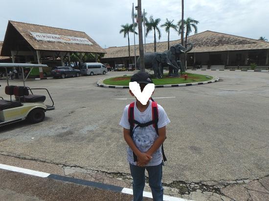 ビンタン島(インドネシア)ニルワナビーチリゾートの玄関前
