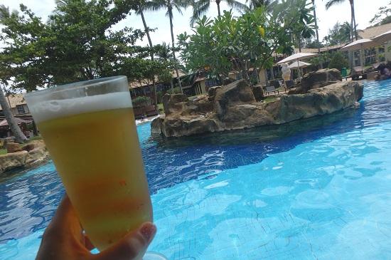 ビンタン島(インドネシア)ニルワナビーチリゾートのプールバー