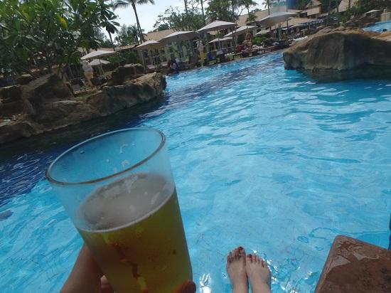 インドネシア・ビンタン島のニルワナビーチリゾートホテルのプールサイド