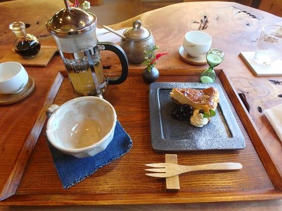 山のカフェひとときのデザート