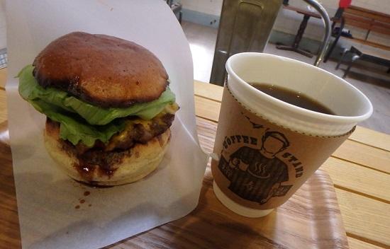 元銭湯「コーヒースタンド福寿湯」ハンバーガーと珈琲