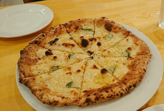 Pizza Borsalino(ボルサリーノ)のピザ