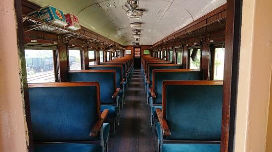 ホハフ3002 列車内
