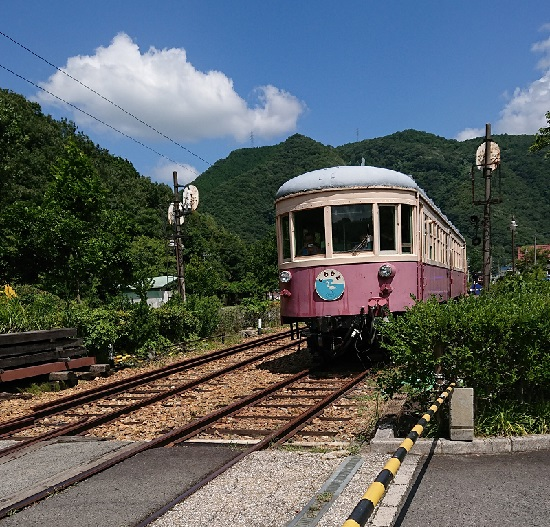片上鉄道吉ヶ原駅(キハ702)