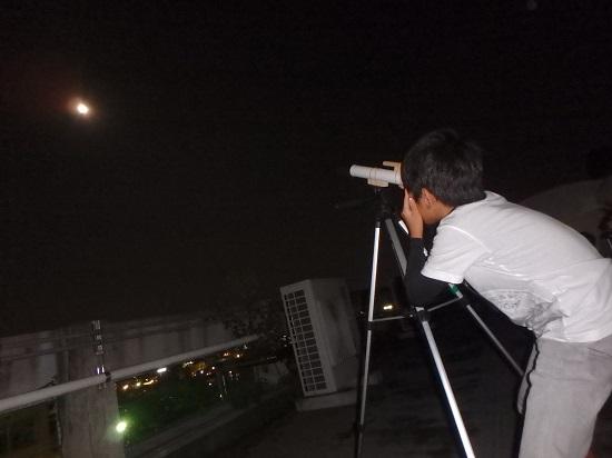 天体望遠鏡工作キットで月を観よう