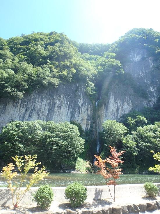 鍾乳洞(井倉洞)のニセモノの滝