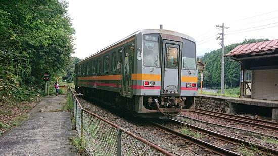 因美線那岐駅のホーム・ワンマン列車