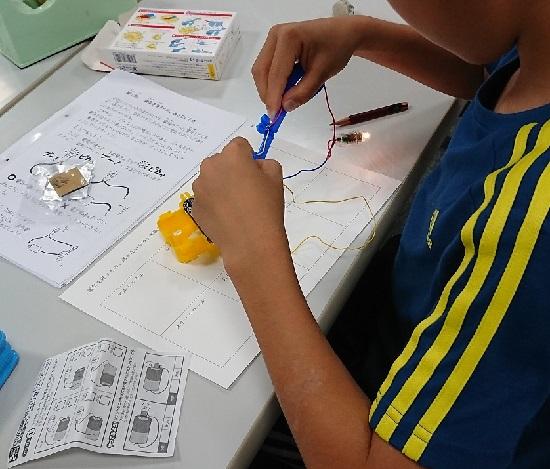 小学生サイエンス教室「電気を通すもの通さないもの」