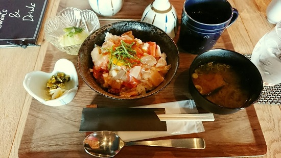 OHASHi亭ランチおはし丼(海鮮丼)