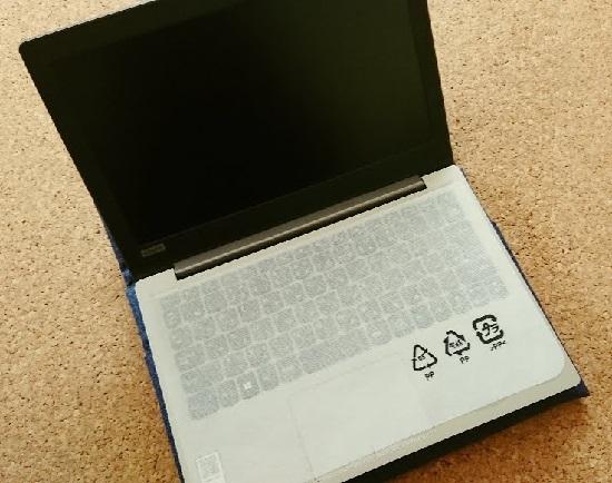持ち運びに便利なノートパソコン