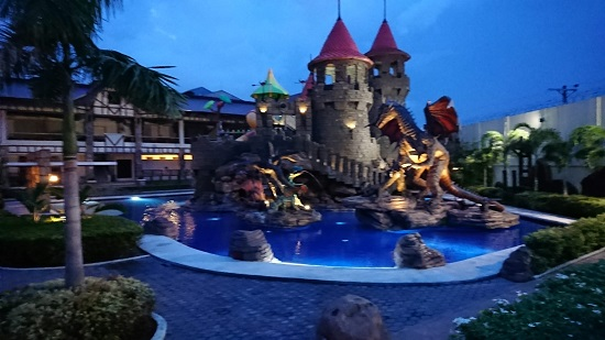 セブ ウェスタンラグーン(Cebu Westown Lagoon)のナイトプール