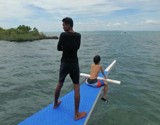 パンダノン島(Pandanon Island)へ行くボート