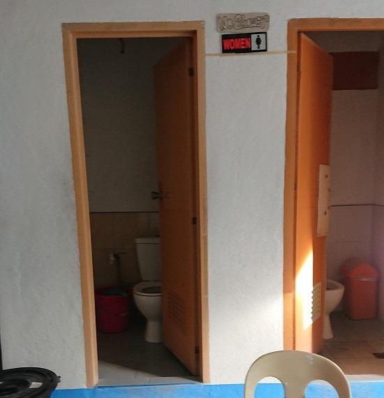 oslobオスロブ(ジンベイザメ)ツアーのトイレ
