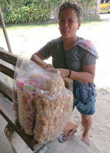 カルカルシティのチチャロン売りのおばさん